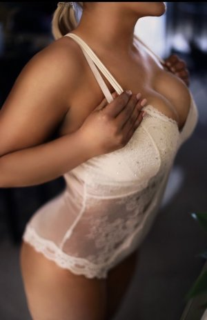 Nanthilde nuru massage in West Richland